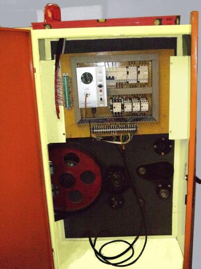 Полуавтоматический просекательно-рилевочный станок RD (слоттер)